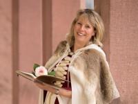 Märchenerzählerin Katrin Bamberg führt Sie durch Märchenstunden voller Wunder und Glück.