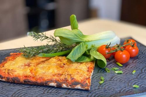 Ab sofort Pizza Stückchen in unserer Warmtheke bei Landmetzgerei Fix